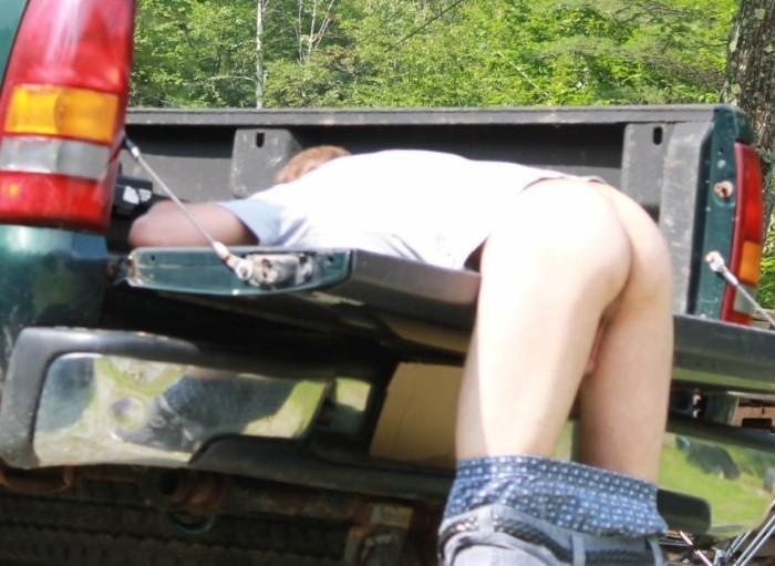 z used bum bent over truck (1)