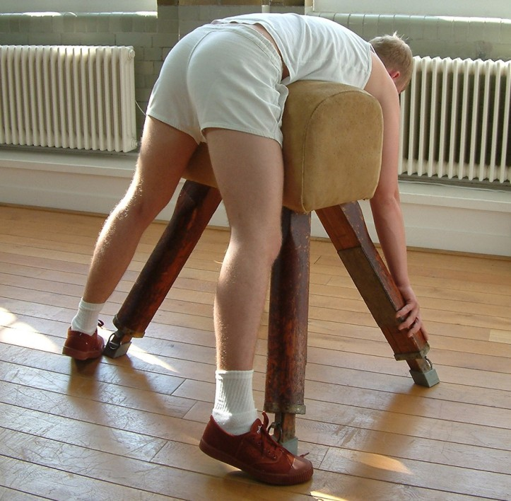 Clothes brush spank